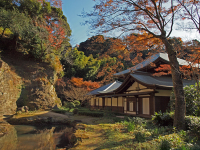 05-5瑞泉寺秋12本堂と庭園.jpg