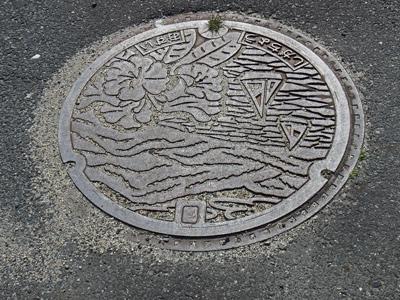 09旧志賀町マンホール蓋.jpg
