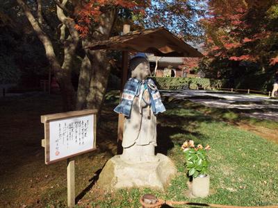 16明月院後庭園青地蔵様.jpg