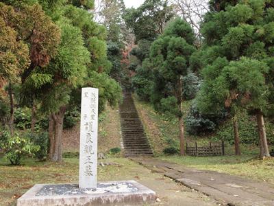 52護良親王墓入口.jpg