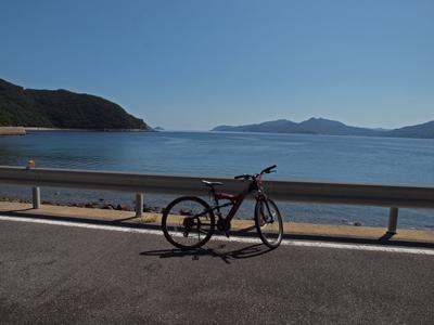 28奈留島の海とアカカメくん.jpg
