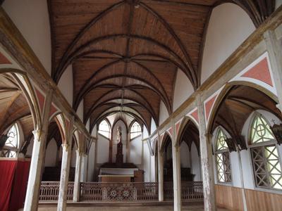 34旧五輪教会堂の内部.jpg