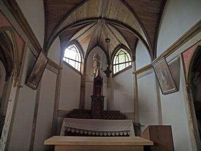 35旧五輪教会堂祭壇.jpg